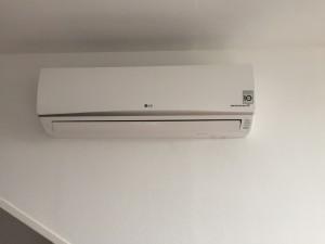 Een Airco van LG ziet er keurig uit en verwarmt efficient uw kamer