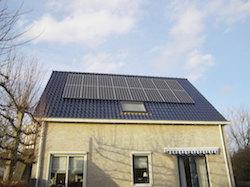 LG zonnepanelen op schuin dak