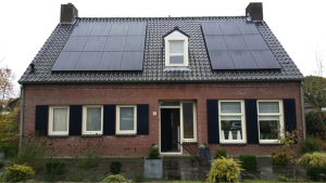 LG zonnepanelen op pannendak